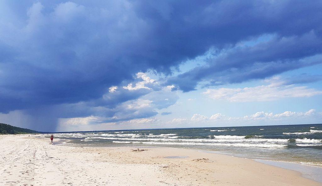 pusta plaża w Junoszynie