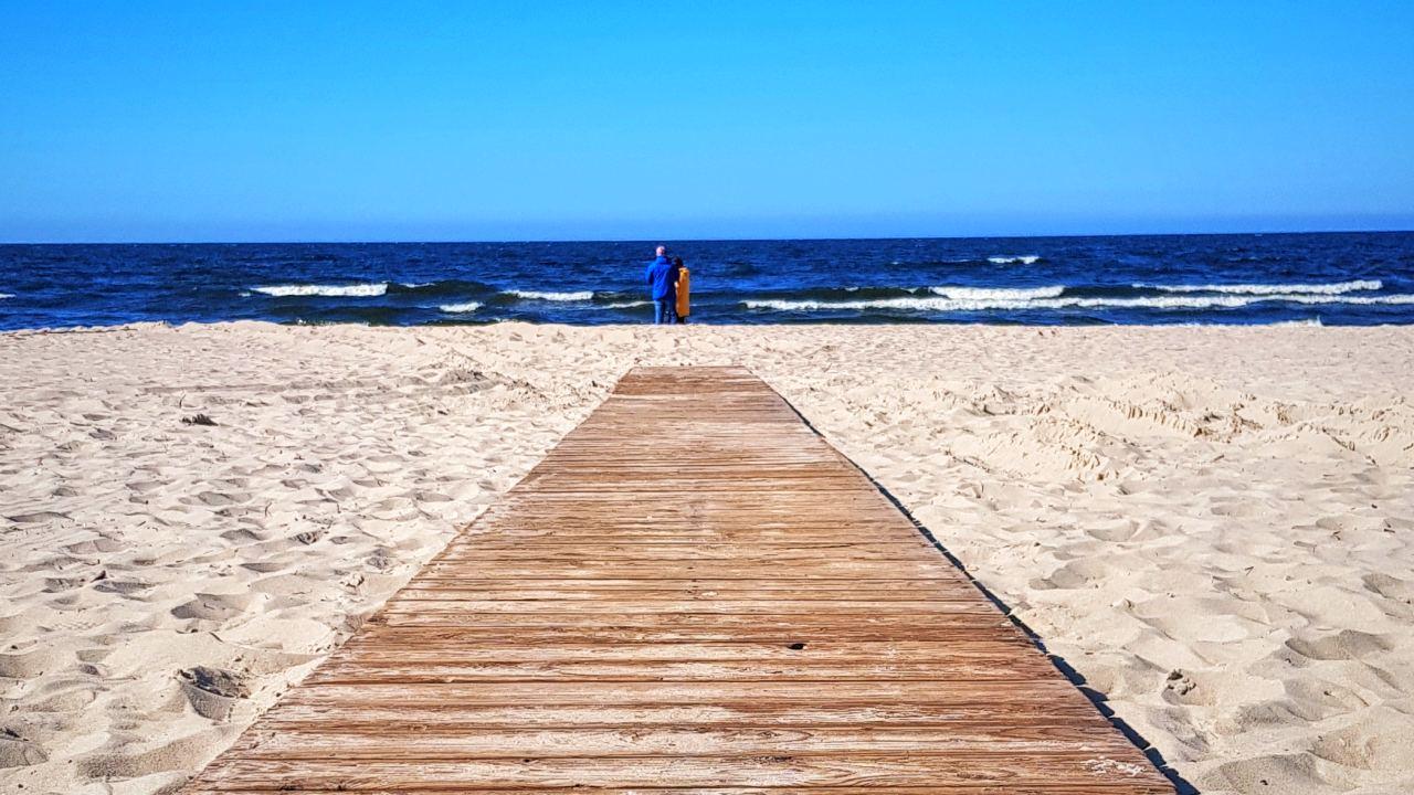 śmieci na plażach